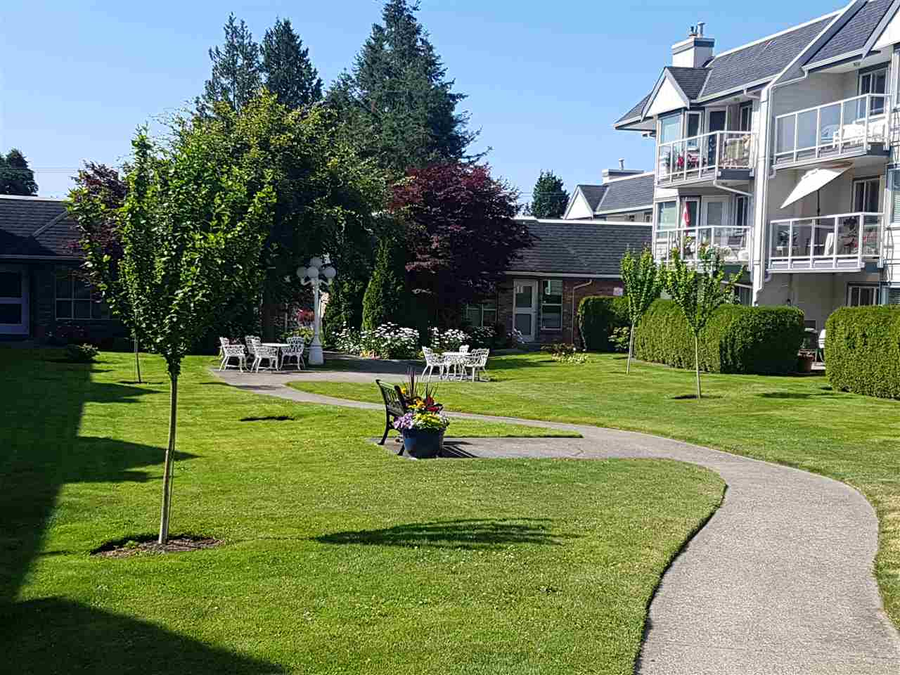 Condo Apartment at 203 13959 16 AVENUE, Unit 203, South Surrey White Rock, British Columbia. Image 10