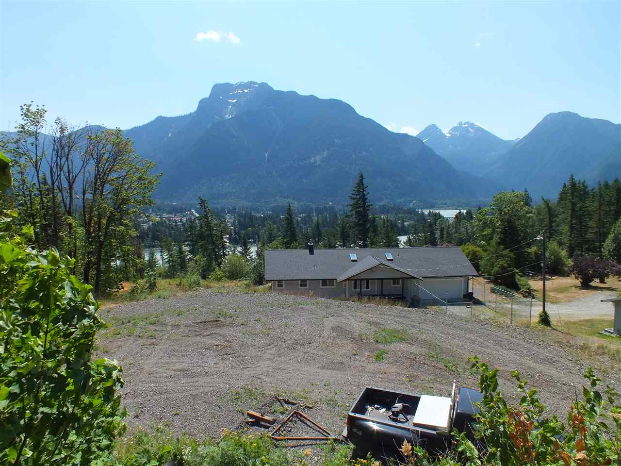 Detached at 22100 ROSS ROAD, Hope, British Columbia. Image 16