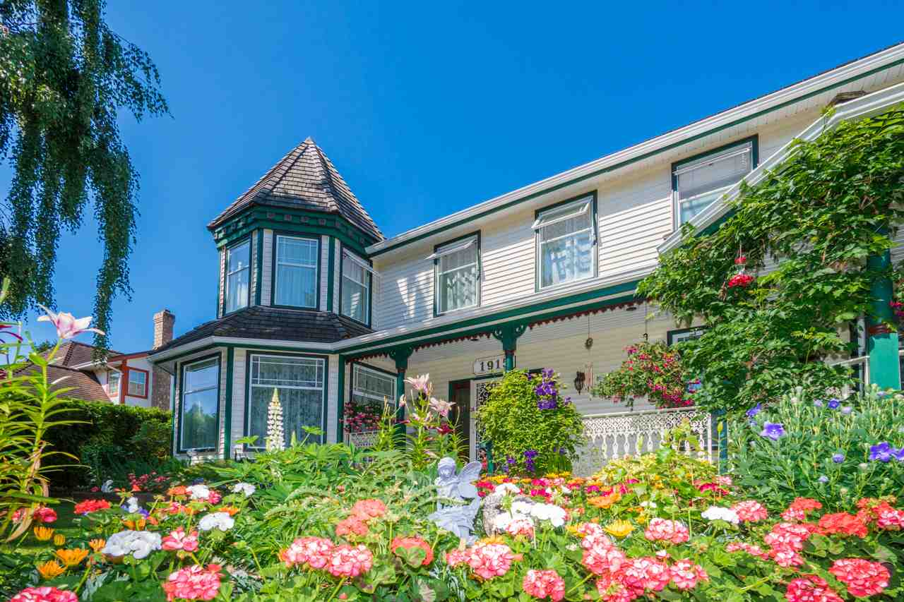 Detached at 1915 130A STREET, South Surrey White Rock, British Columbia. Image 2