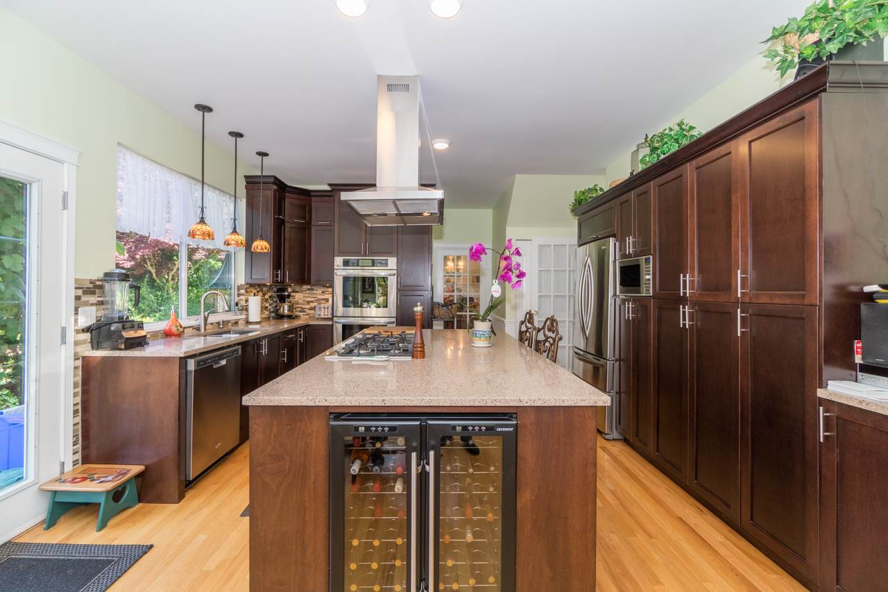 Detached at 1915 130A STREET, South Surrey White Rock, British Columbia. Image 5