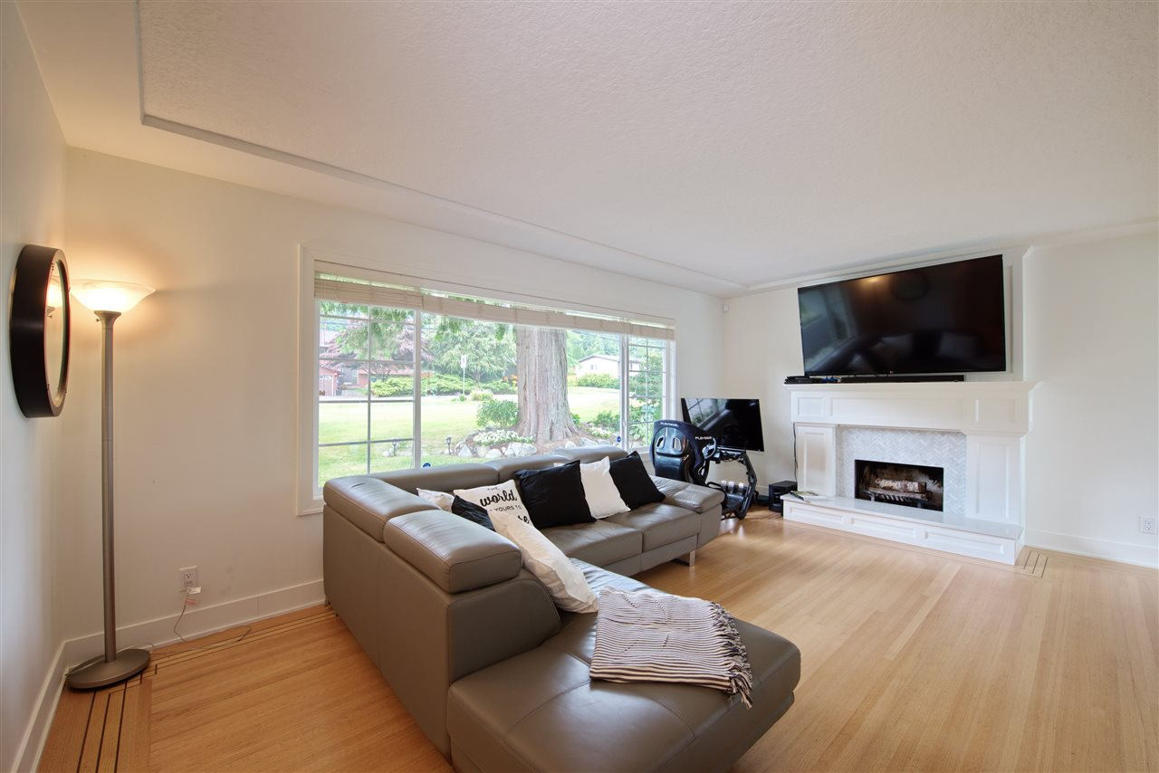Detached at 4113 CADDY ROAD, North Vancouver, British Columbia. Image 3