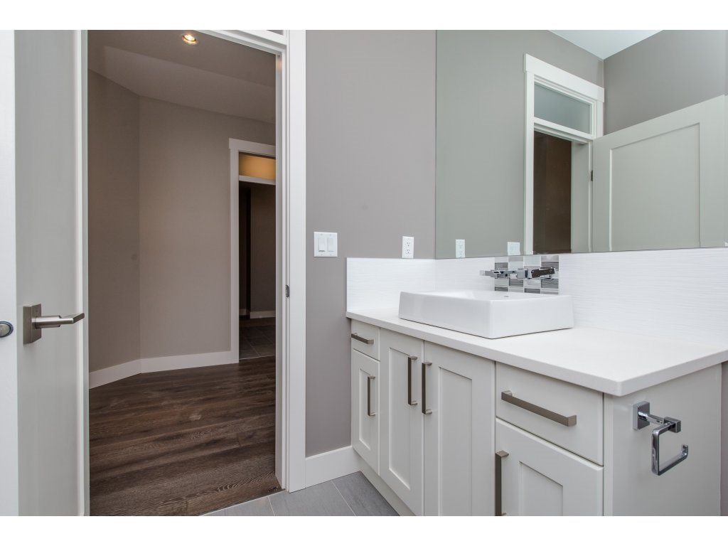 Detached at 35939 EMILY CARR CRESCENT, Abbotsford, British Columbia. Image 12