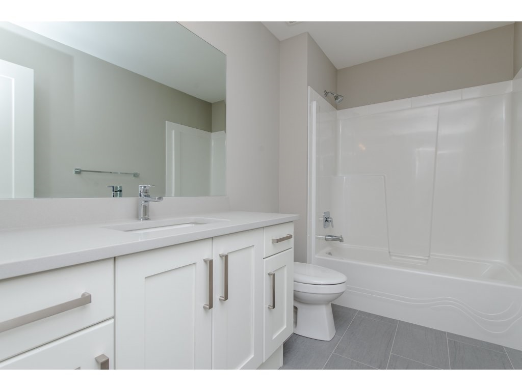 Detached at 35939 EMILY CARR CRESCENT, Abbotsford, British Columbia. Image 17