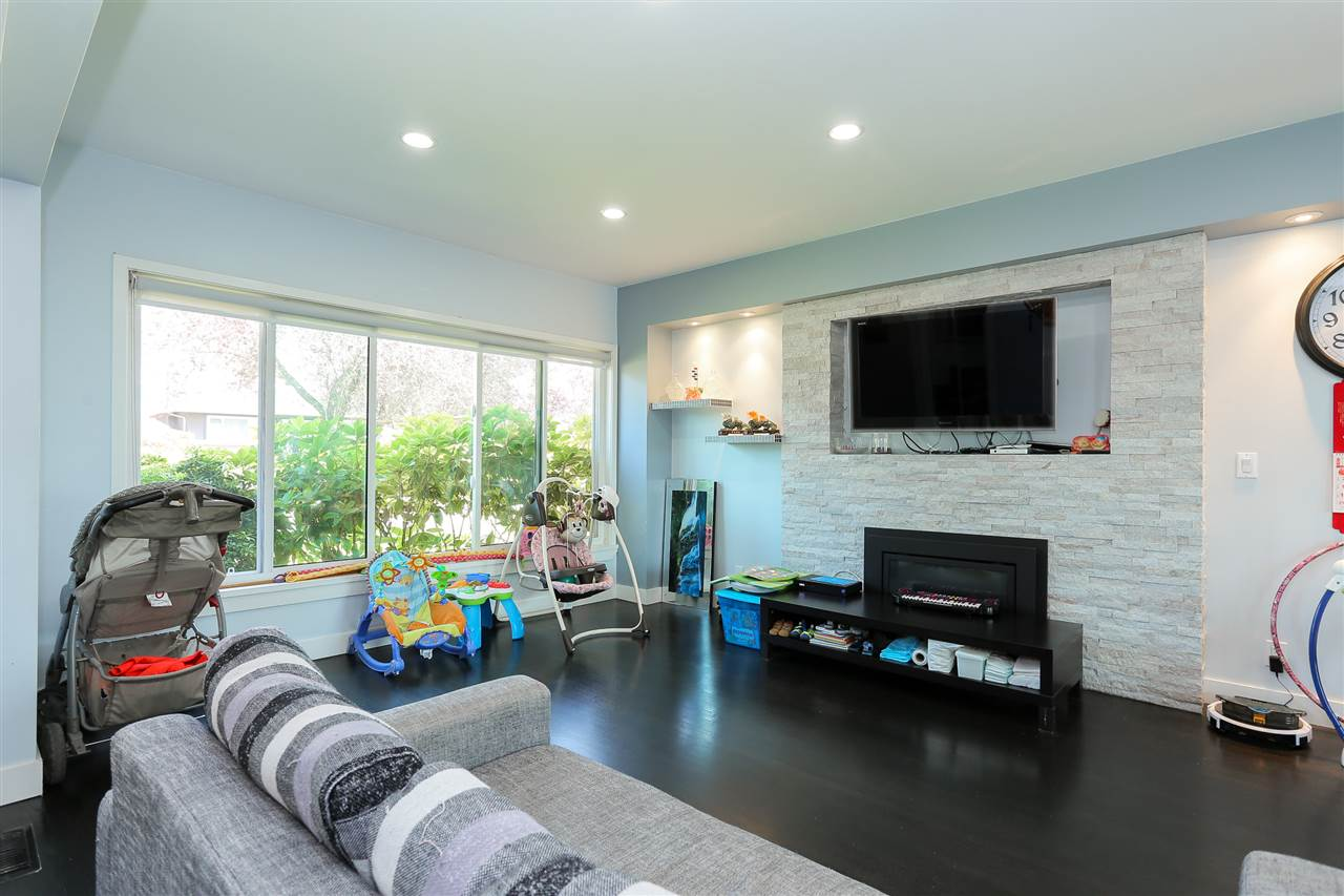 Detached at 4836 BRENTLAWN DRIVE, Burnaby North, British Columbia. Image 2