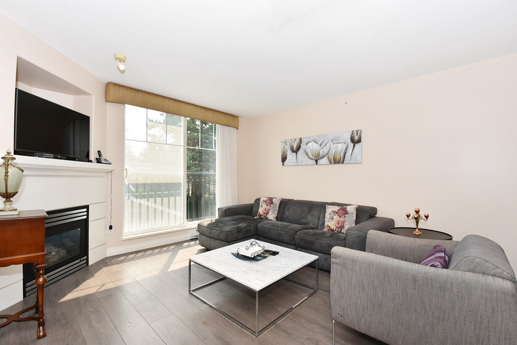 Condo Apartment at 204 4542 W 10TH AVENUE, Unit 204, Vancouver West, British Columbia. Image 3