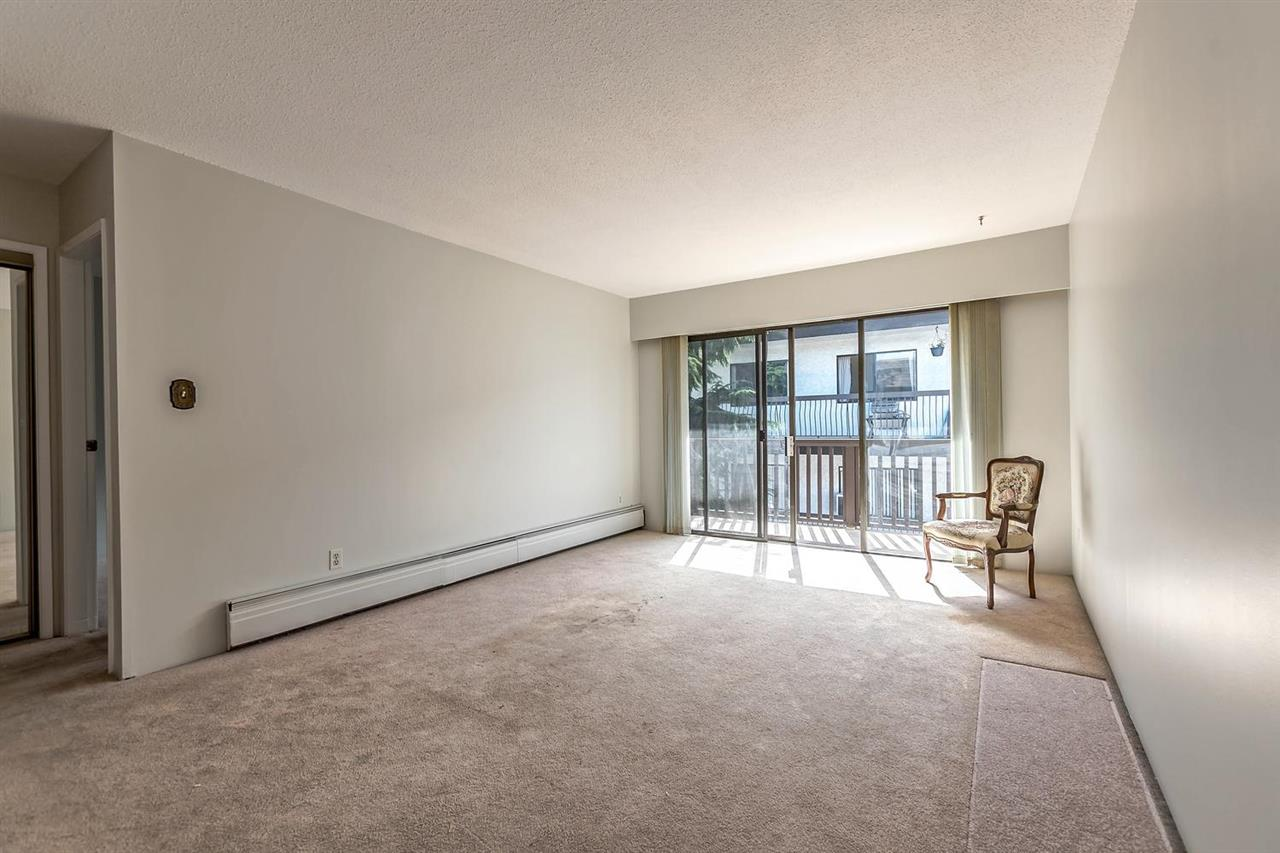 Condo Apartment at 304 155 E 5TH STREET, Unit 304, North Vancouver, British Columbia. Image 7