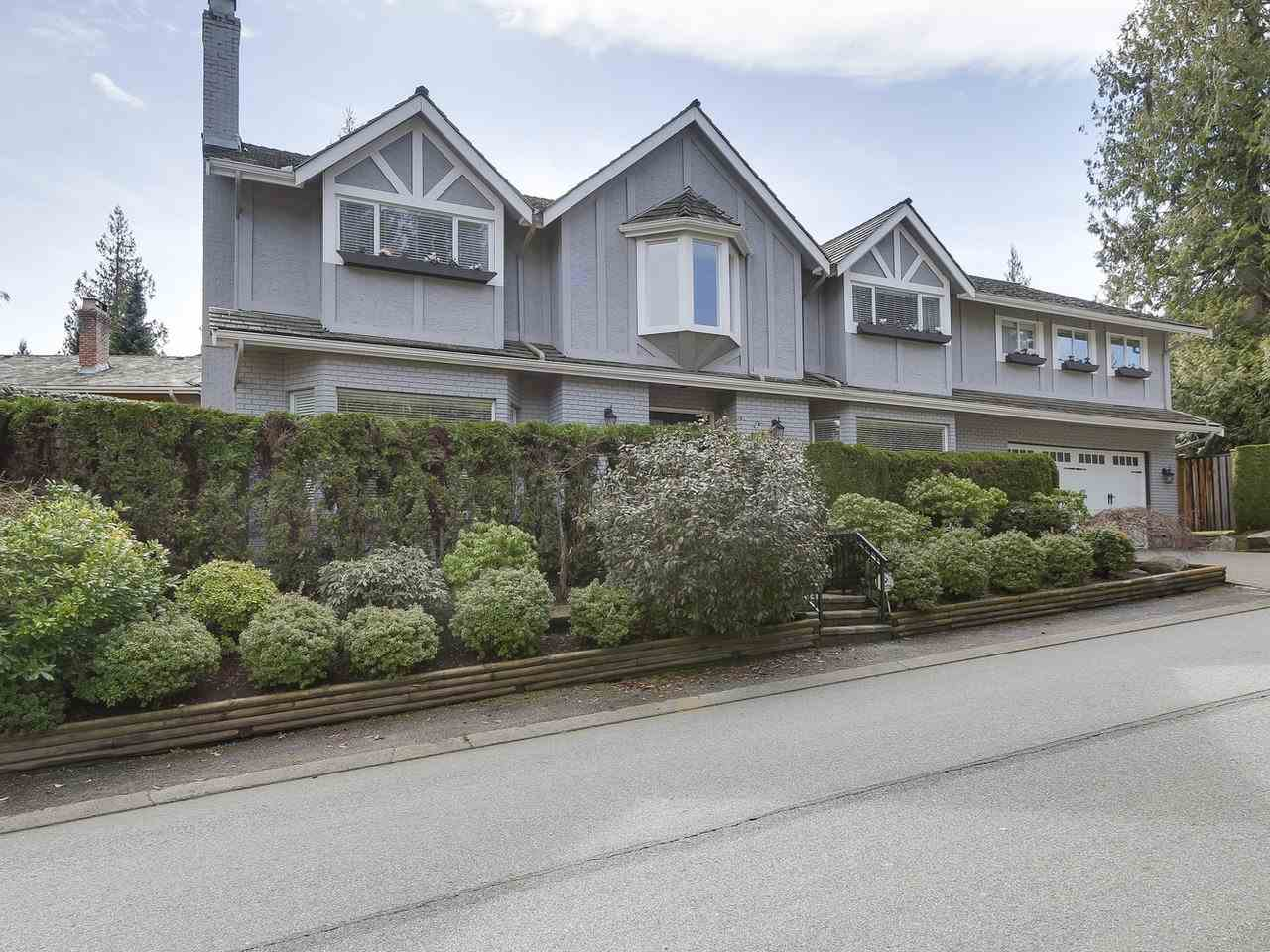 Detached at 5220 SPRUCEFEILD ROAD, West Vancouver, British Columbia. Image 1