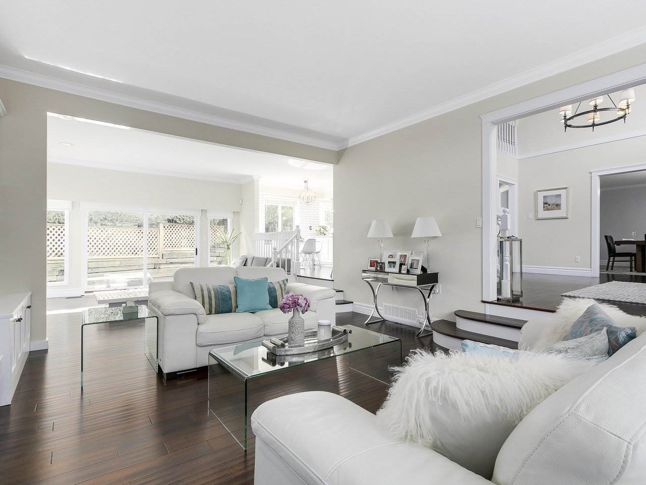 Detached at 5220 SPRUCEFEILD ROAD, West Vancouver, British Columbia. Image 5
