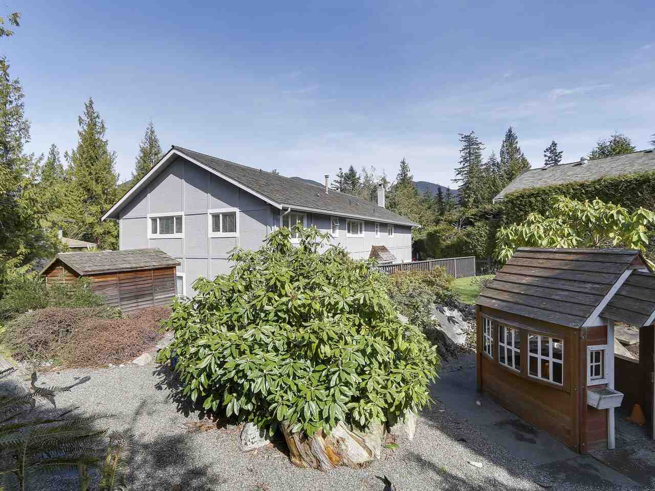 Detached at 5220 SPRUCEFEILD ROAD, West Vancouver, British Columbia. Image 18
