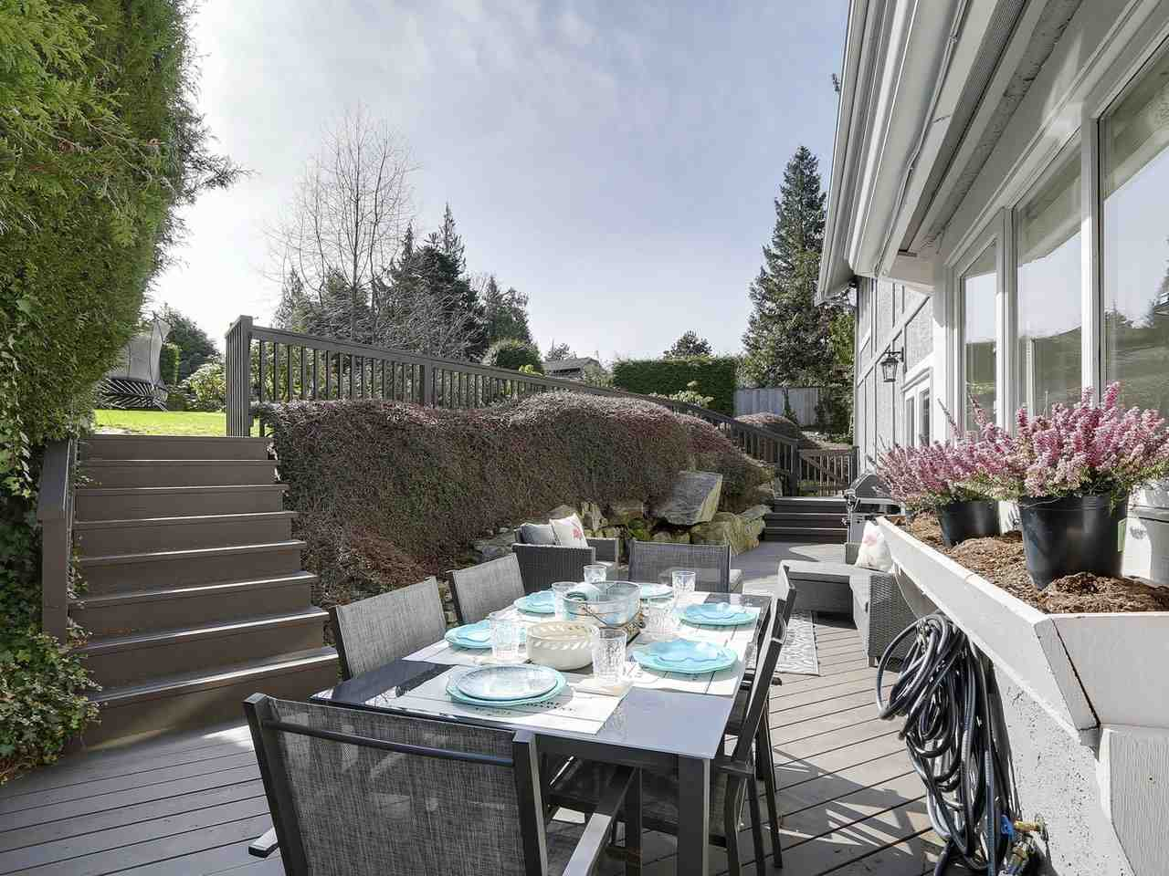 Detached at 5220 SPRUCEFEILD ROAD, West Vancouver, British Columbia. Image 19