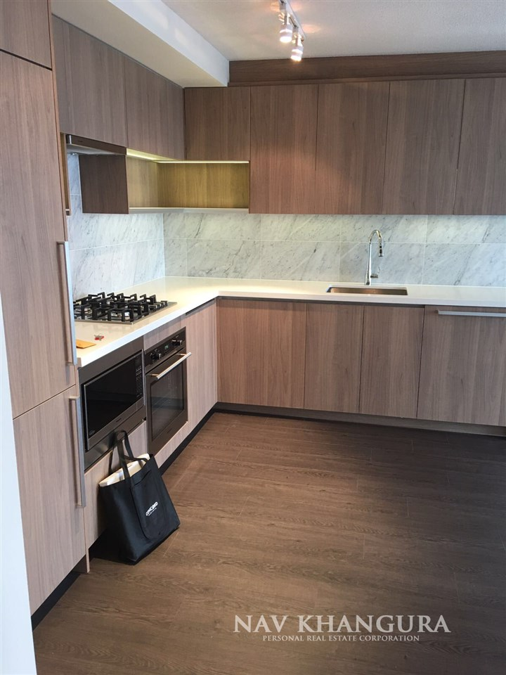 Condo Apartment at 3301 13750 100 AVENUE, Unit 3301, North Surrey, British Columbia. Image 5