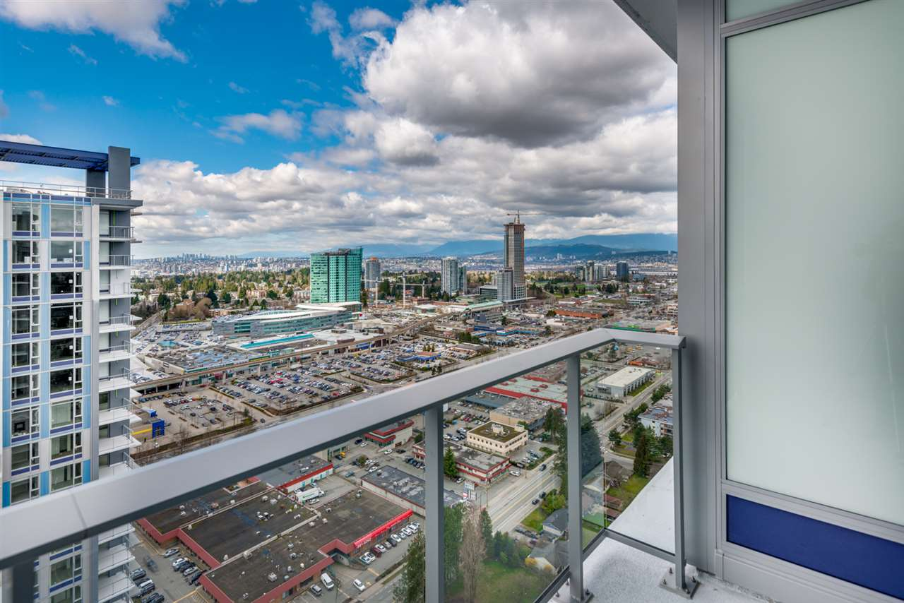 Condo Apartment at 3301 13750 100 AVENUE, Unit 3301, North Surrey, British Columbia. Image 10