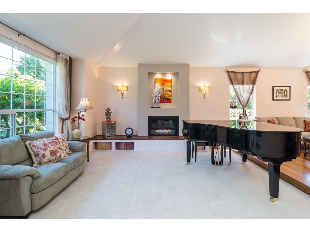 Detached at 13796 19A AVENUE, South Surrey White Rock, British Columbia. Image 4
