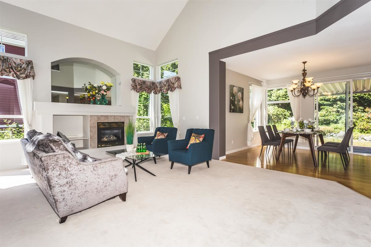 Detached at 15517 ROSEMARY HEIGHTS CRESCENT, South Surrey White Rock, British Columbia. Image 2