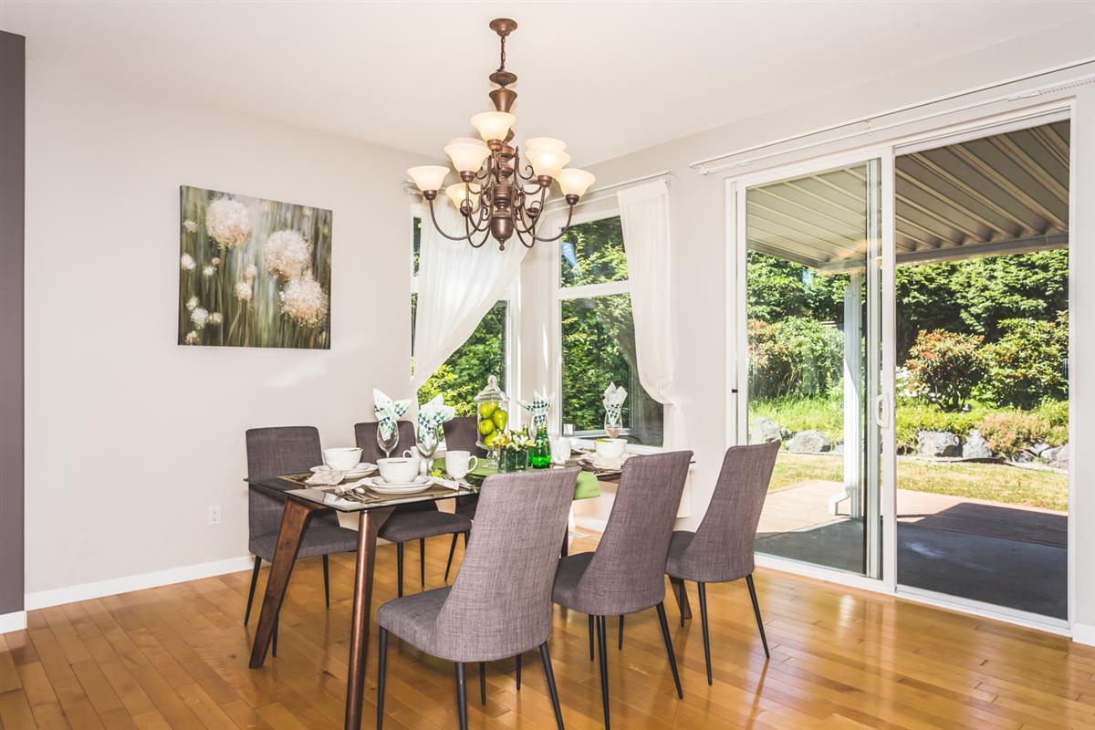 Detached at 15517 ROSEMARY HEIGHTS CRESCENT, South Surrey White Rock, British Columbia. Image 3