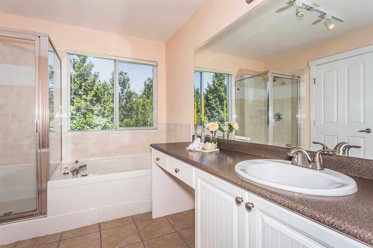 Detached at 15517 ROSEMARY HEIGHTS CRESCENT, South Surrey White Rock, British Columbia. Image 9