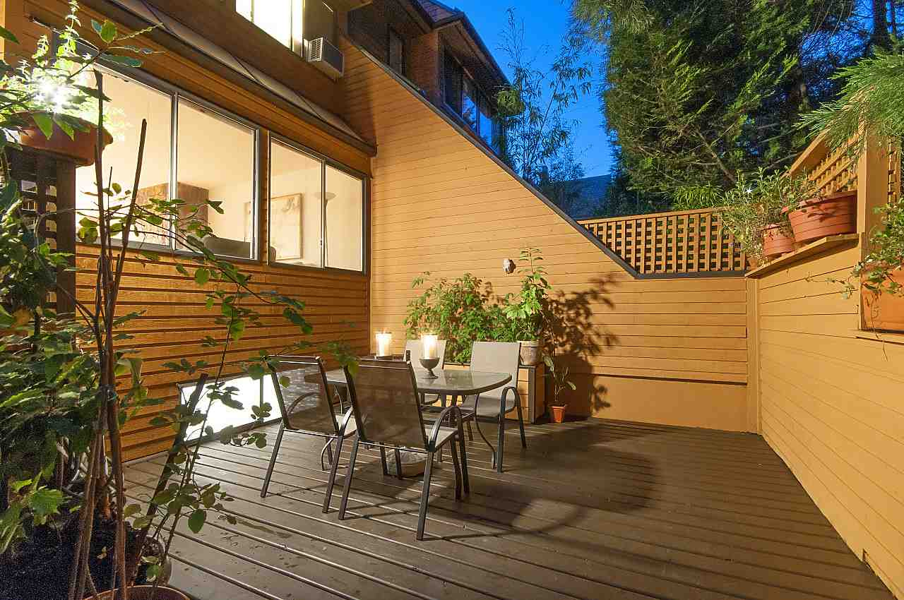 Townhouse at 407 CHESTERFIELD AVENUE, North Vancouver, British Columbia. Image 2
