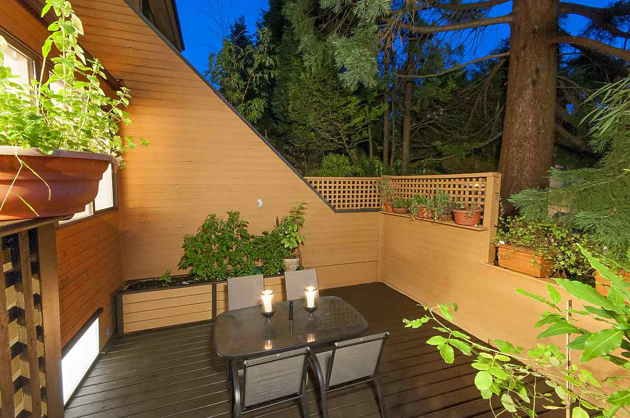 Townhouse at 407 CHESTERFIELD AVENUE, North Vancouver, British Columbia. Image 3
