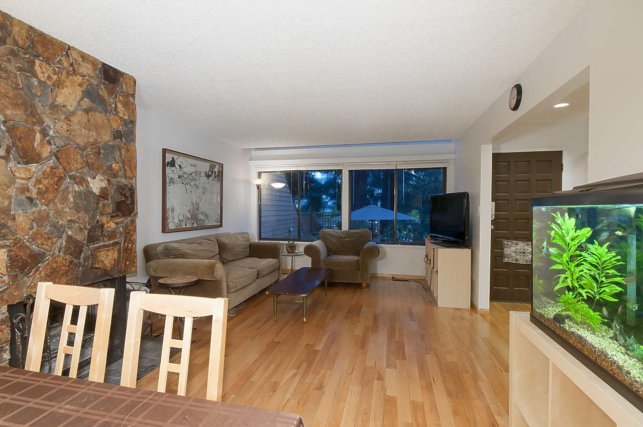 Townhouse at 407 CHESTERFIELD AVENUE, North Vancouver, British Columbia. Image 5