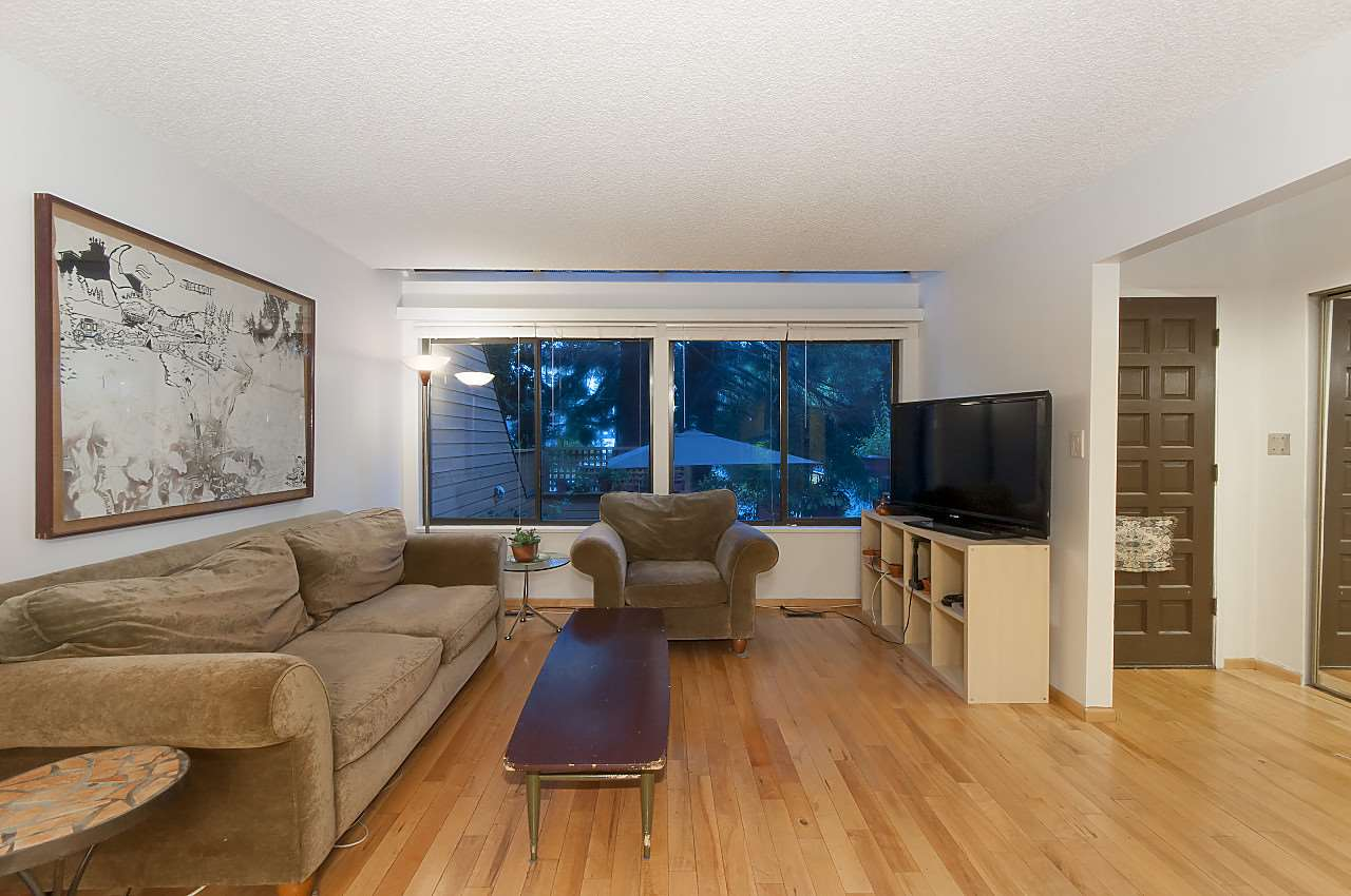 Townhouse at 407 CHESTERFIELD AVENUE, North Vancouver, British Columbia. Image 6