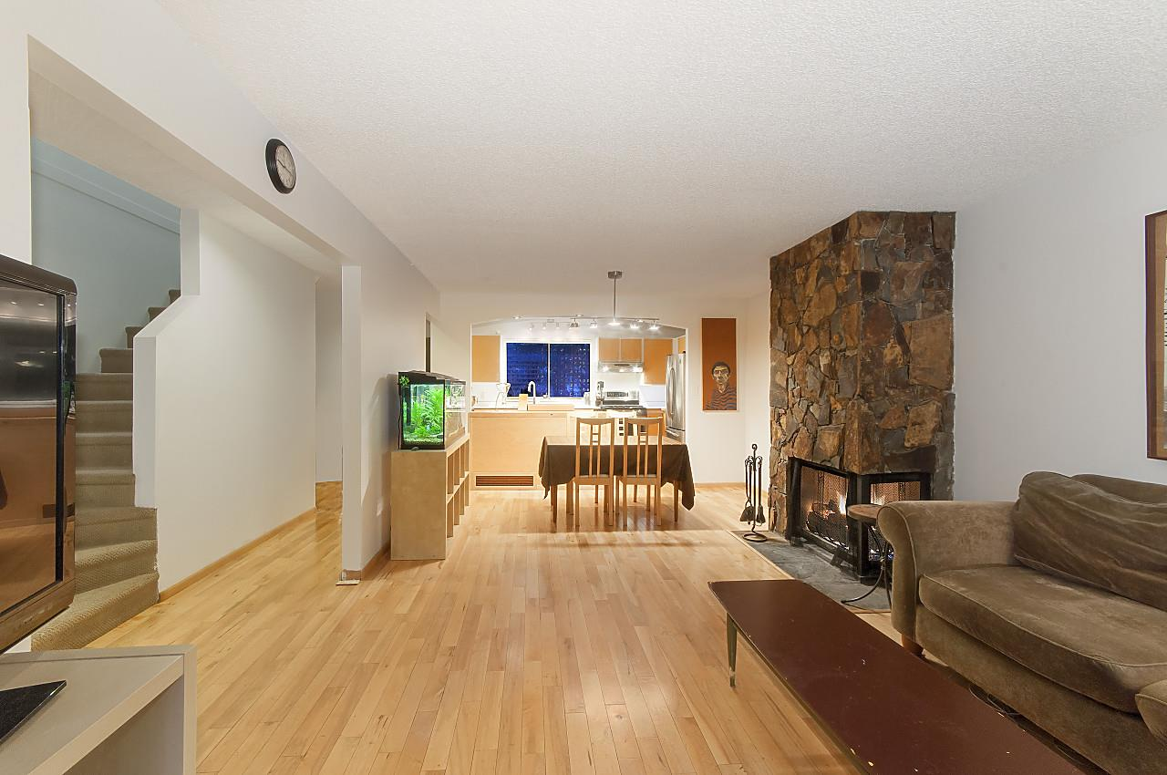 Townhouse at 407 CHESTERFIELD AVENUE, North Vancouver, British Columbia. Image 7