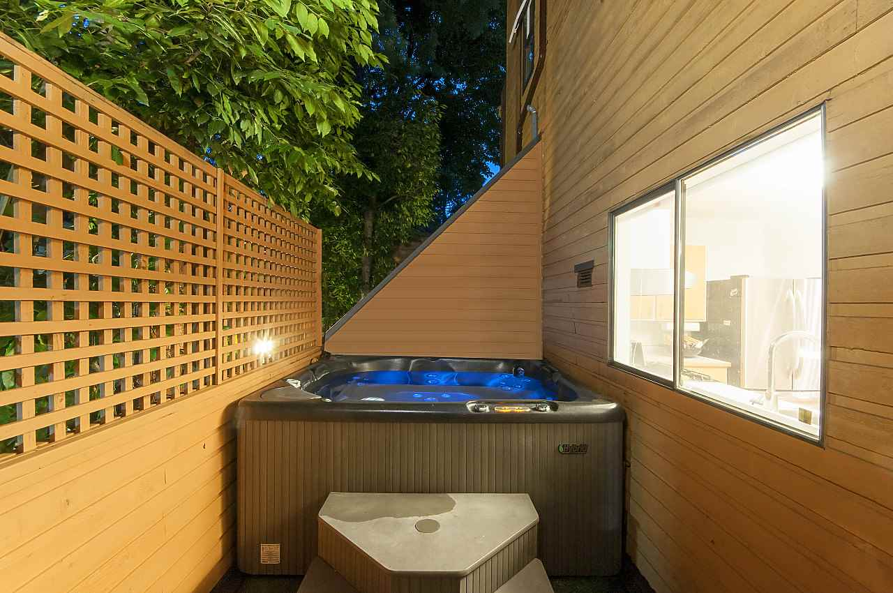 Townhouse at 407 CHESTERFIELD AVENUE, North Vancouver, British Columbia. Image 12