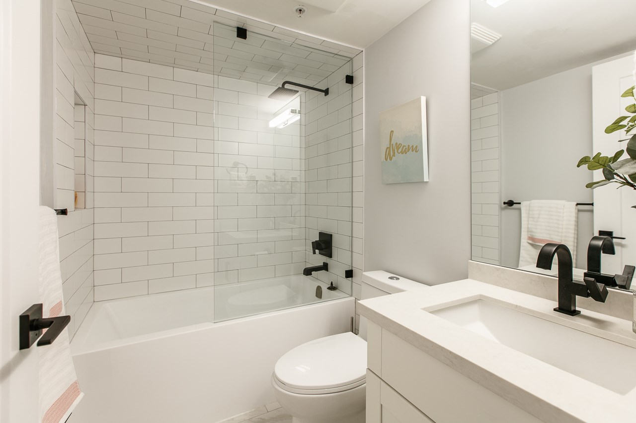 Condo Apartment at 216 5880 DOVER CRESCENT, Unit 216, Richmond, British Columbia. Image 17