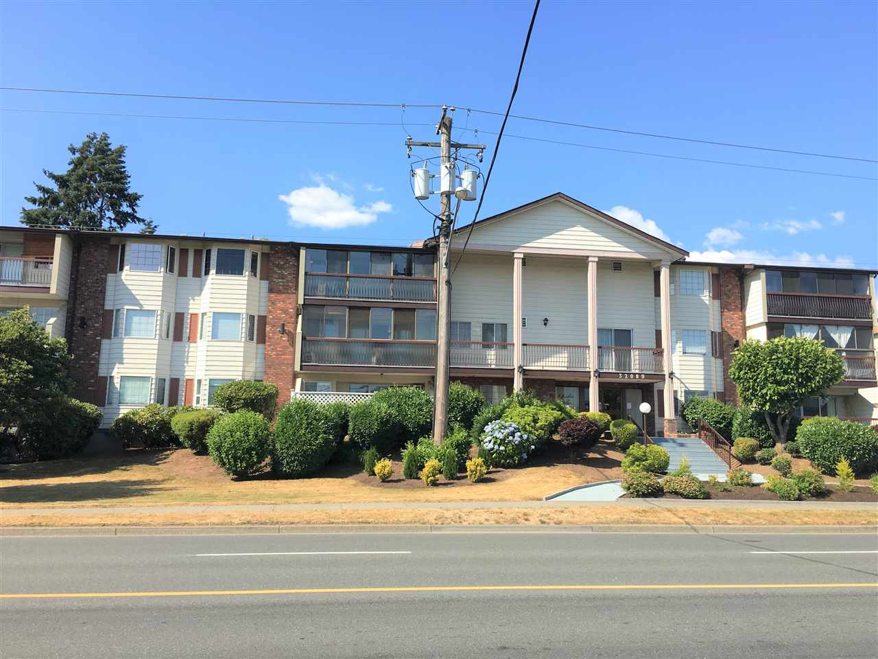 Condo Apartment at 201 32089 OLD YALE ROAD, Unit 201, Abbotsford, British Columbia. Image 1