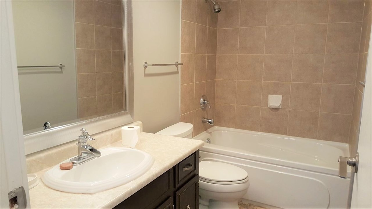 Condo Apartment at 201 32089 OLD YALE ROAD, Unit 201, Abbotsford, British Columbia. Image 4