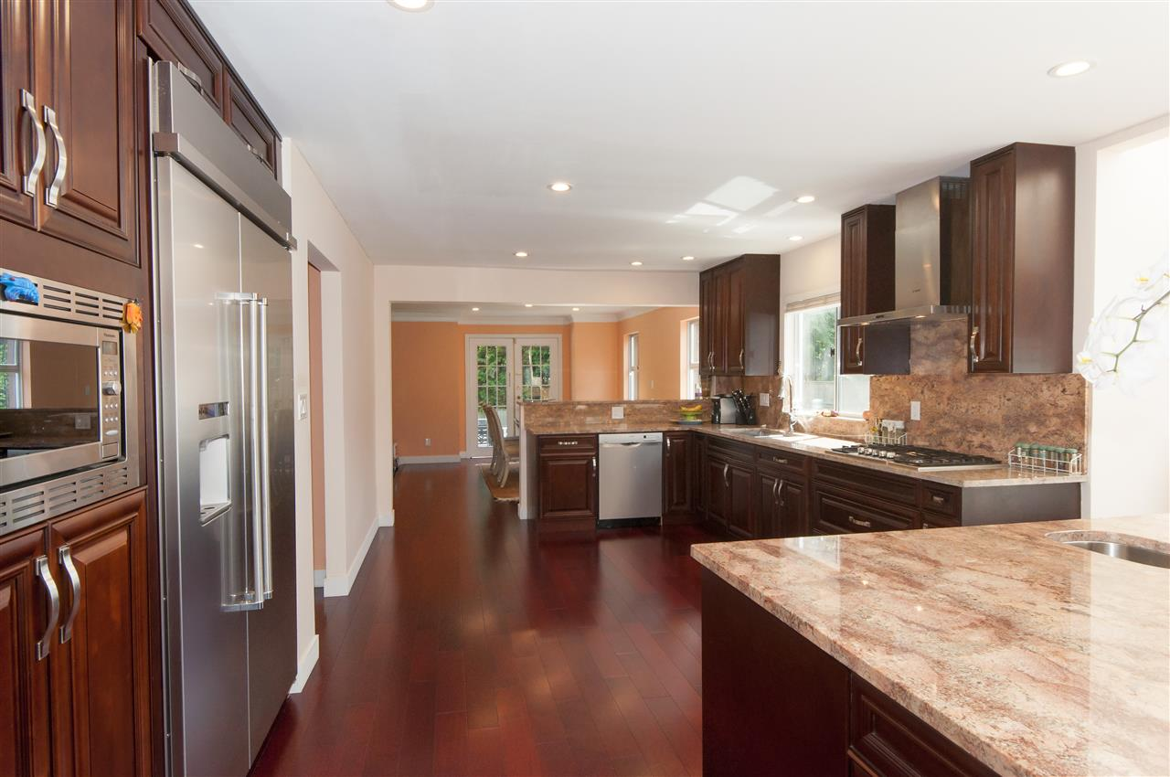 Detached at 441 INGLEWOOD AVENUE, West Vancouver, British Columbia. Image 5
