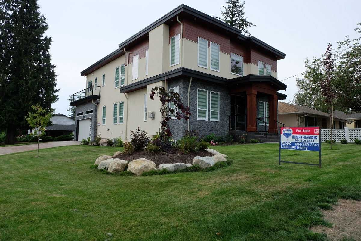 Detached at 1495 MAPLE STREET, South Surrey White Rock, British Columbia. Image 2