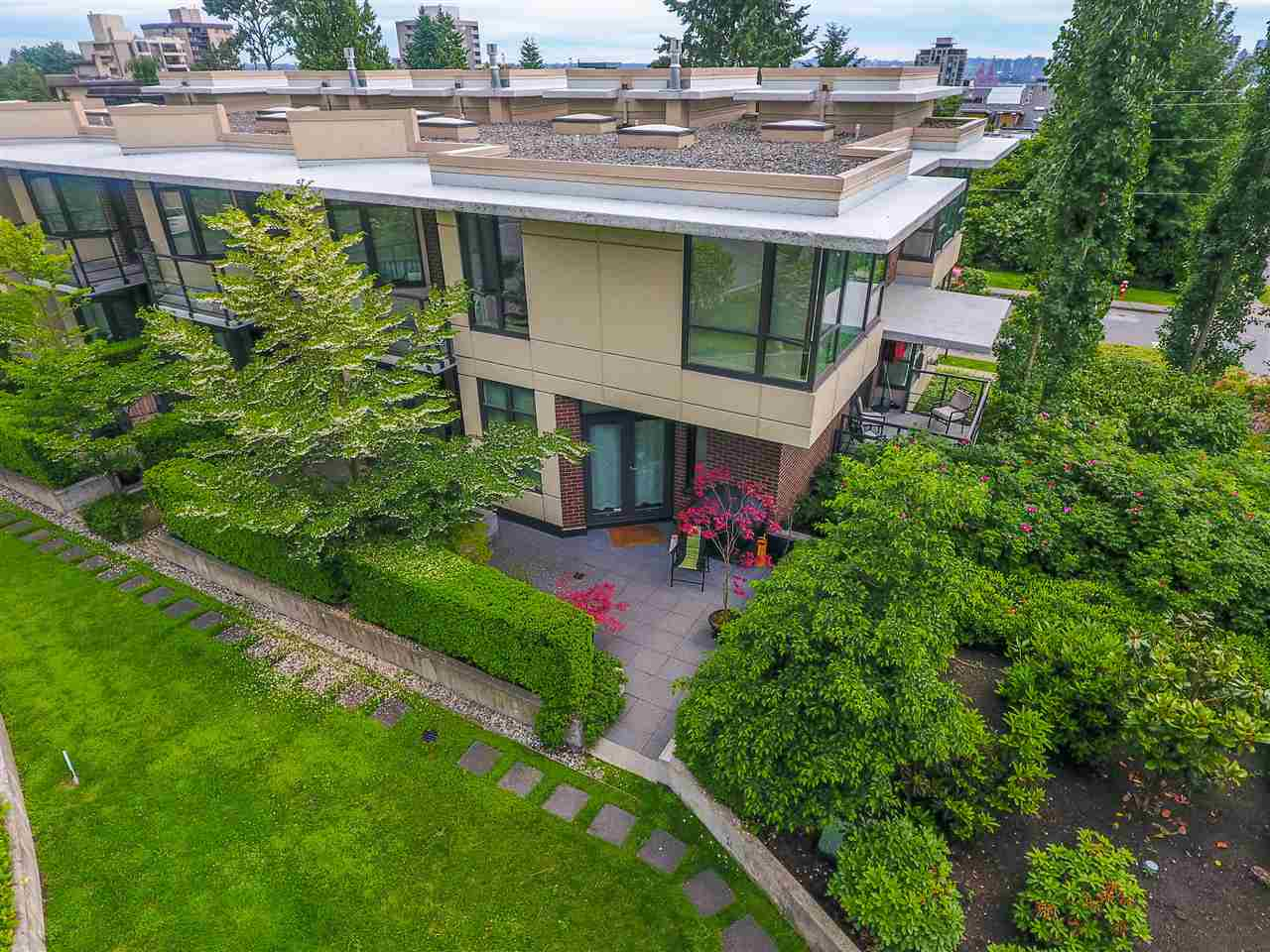Townhouse at 190 W 6TH STREET, North Vancouver, British Columbia. Image 4