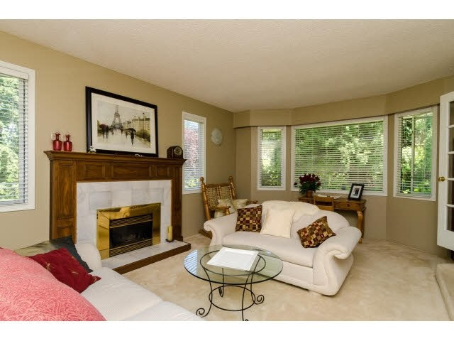 Detached at 3035 BALSAM CRESCENT, South Surrey White Rock, British Columbia. Image 3