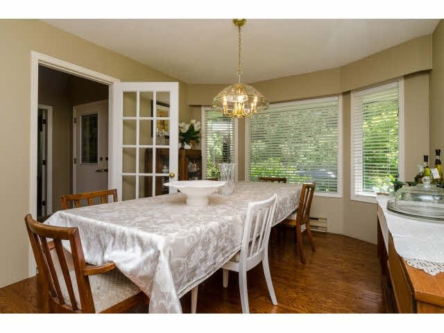 Detached at 3035 BALSAM CRESCENT, South Surrey White Rock, British Columbia. Image 5
