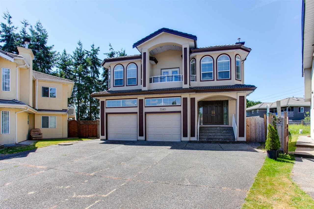 Detached at 7563 127 STREET, Surrey, British Columbia. Image 2