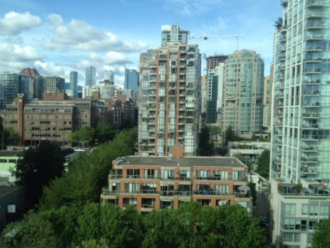 Condo Apartment at 1508 1500 HORNBY STREET, Unit 1508, Vancouver West, British Columbia. Image 4