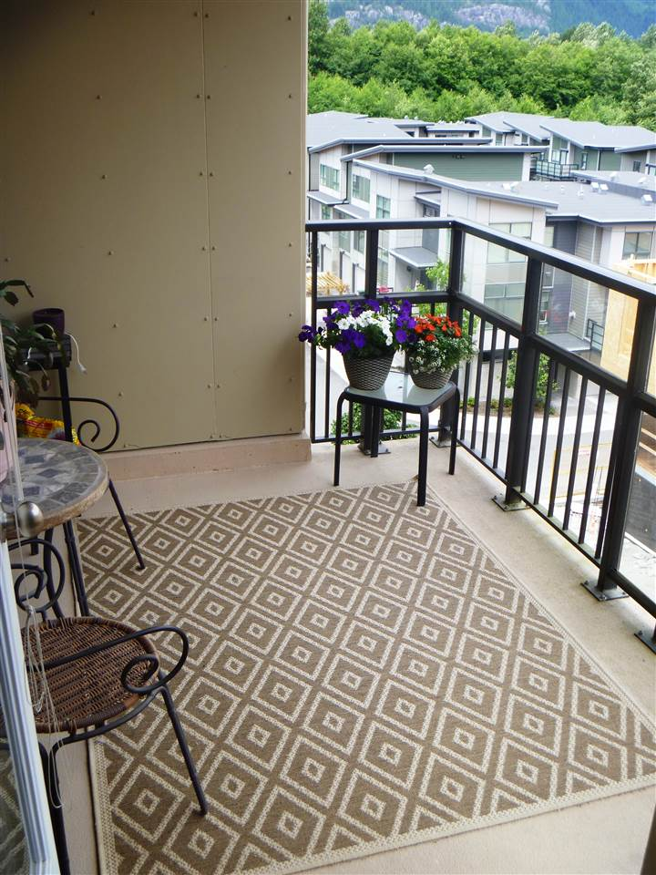 Condo Apartment at 413 1211 VILLAGE GREEN WAY, Unit 413, Squamish, British Columbia. Image 9