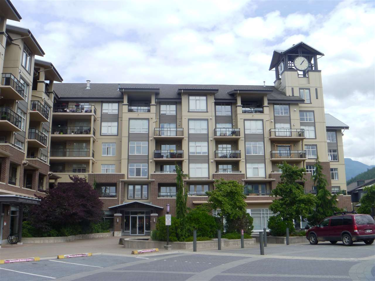 Condo Apartment at 413 1211 VILLAGE GREEN WAY, Unit 413, Squamish, British Columbia. Image 19
