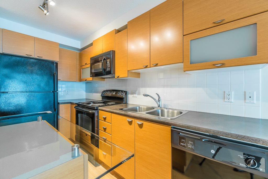 Condo Apartment at 216 10707 139 STREET, Unit 216, North Surrey, British Columbia. Image 8