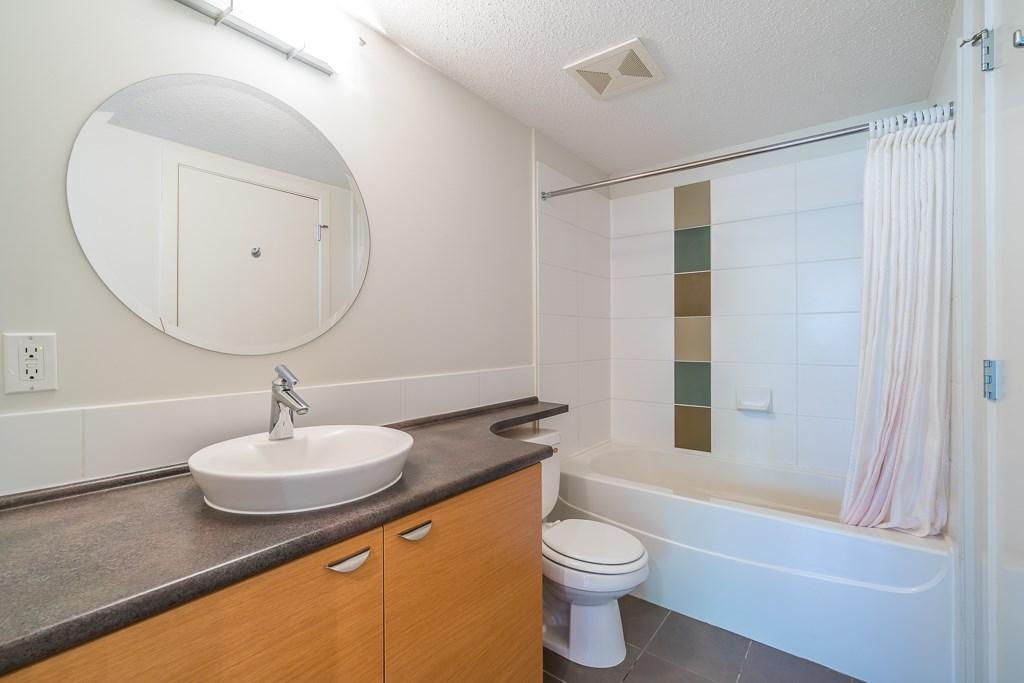 Condo Apartment at 216 10707 139 STREET, Unit 216, North Surrey, British Columbia. Image 15
