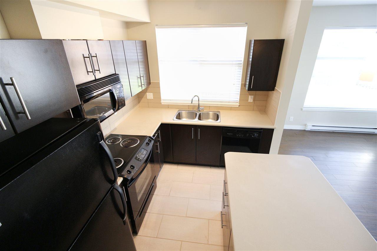 Condo Apartment at 104 33545 RAINBOW AVENUE, Unit 104, Abbotsford, British Columbia. Image 3