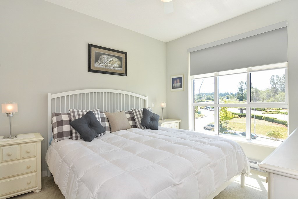 Condo Apartment at 309 15168 33 AVENUE, Unit 309, South Surrey White Rock, British Columbia. Image 9