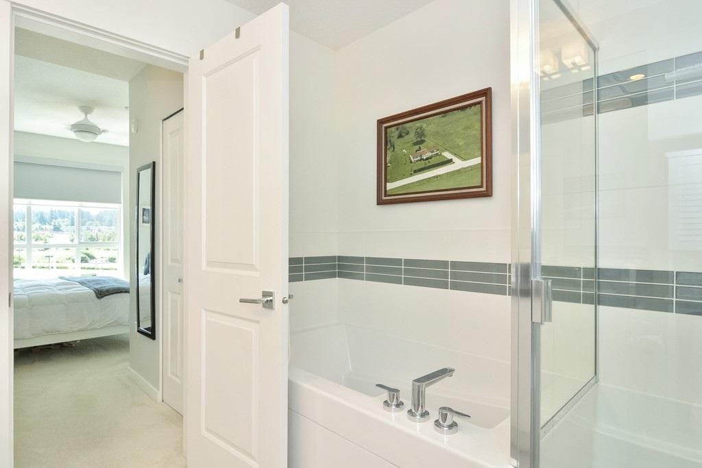 Condo Apartment at 309 15168 33 AVENUE, Unit 309, South Surrey White Rock, British Columbia. Image 13