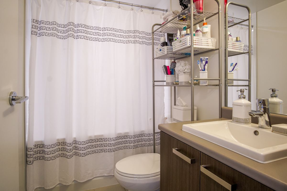 Condo Apartment at 906 13325 102A AVENUE, Unit 906, North Surrey, British Columbia. Image 10