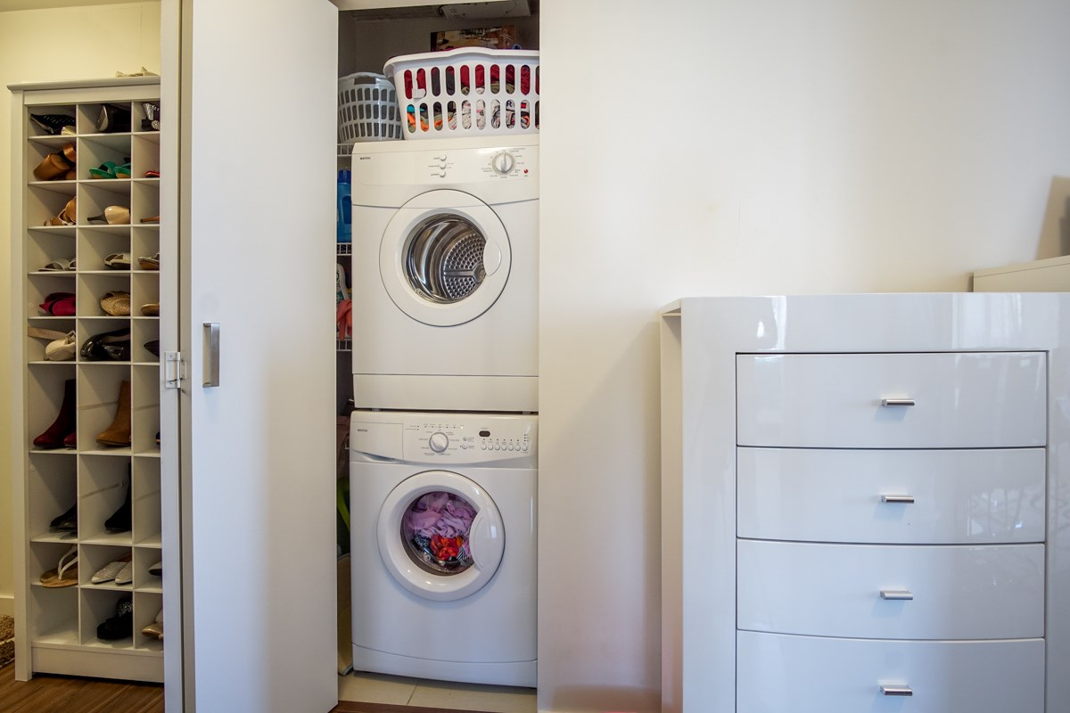 Condo Apartment at 906 13325 102A AVENUE, Unit 906, North Surrey, British Columbia. Image 11