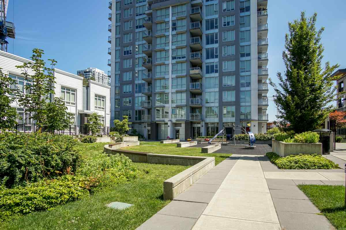 Condo Apartment at 906 13325 102A AVENUE, Unit 906, North Surrey, British Columbia. Image 19