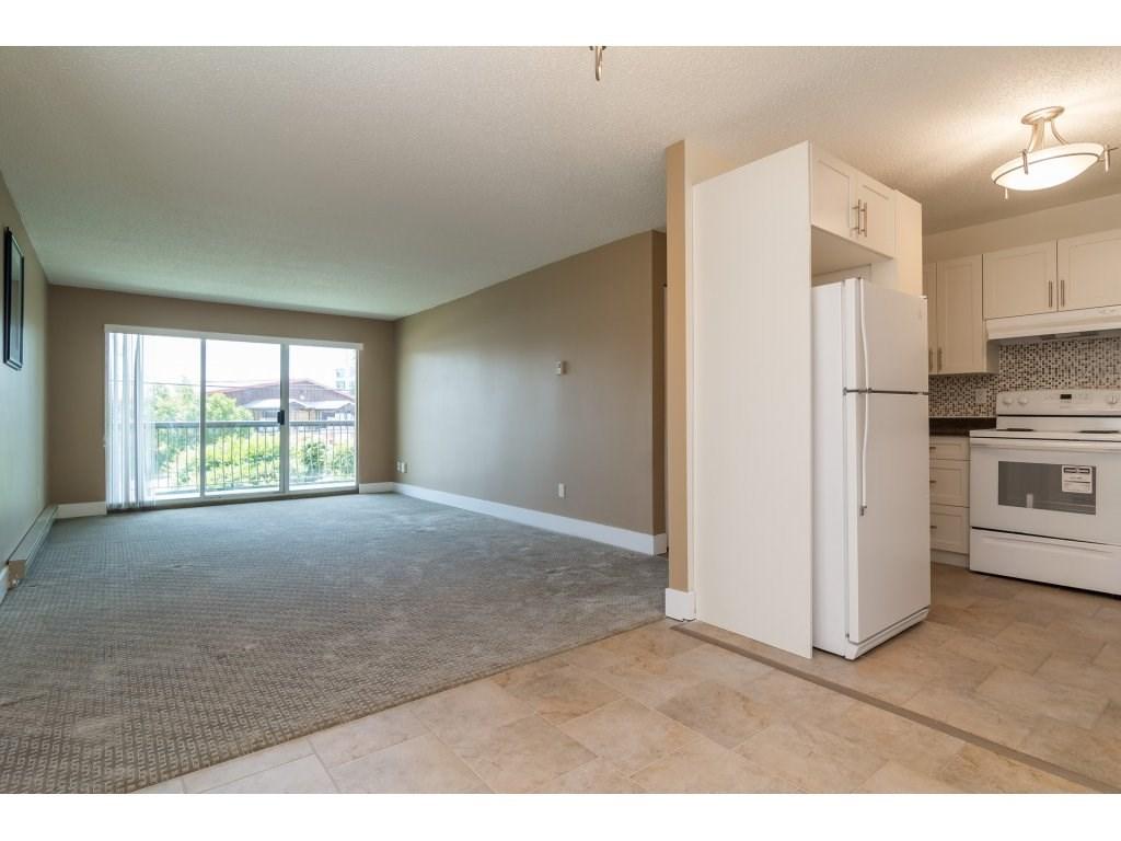 Condo Apartment at 102 32089 OLD YALE ROAD, Unit 102, Abbotsford, British Columbia. Image 3