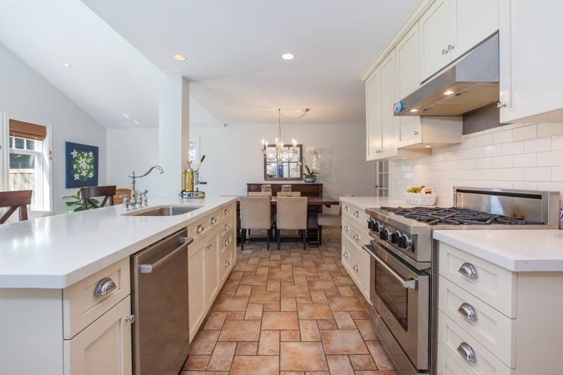 Detached at 12680 28TH AVENUE, South Surrey White Rock, British Columbia. Image 3