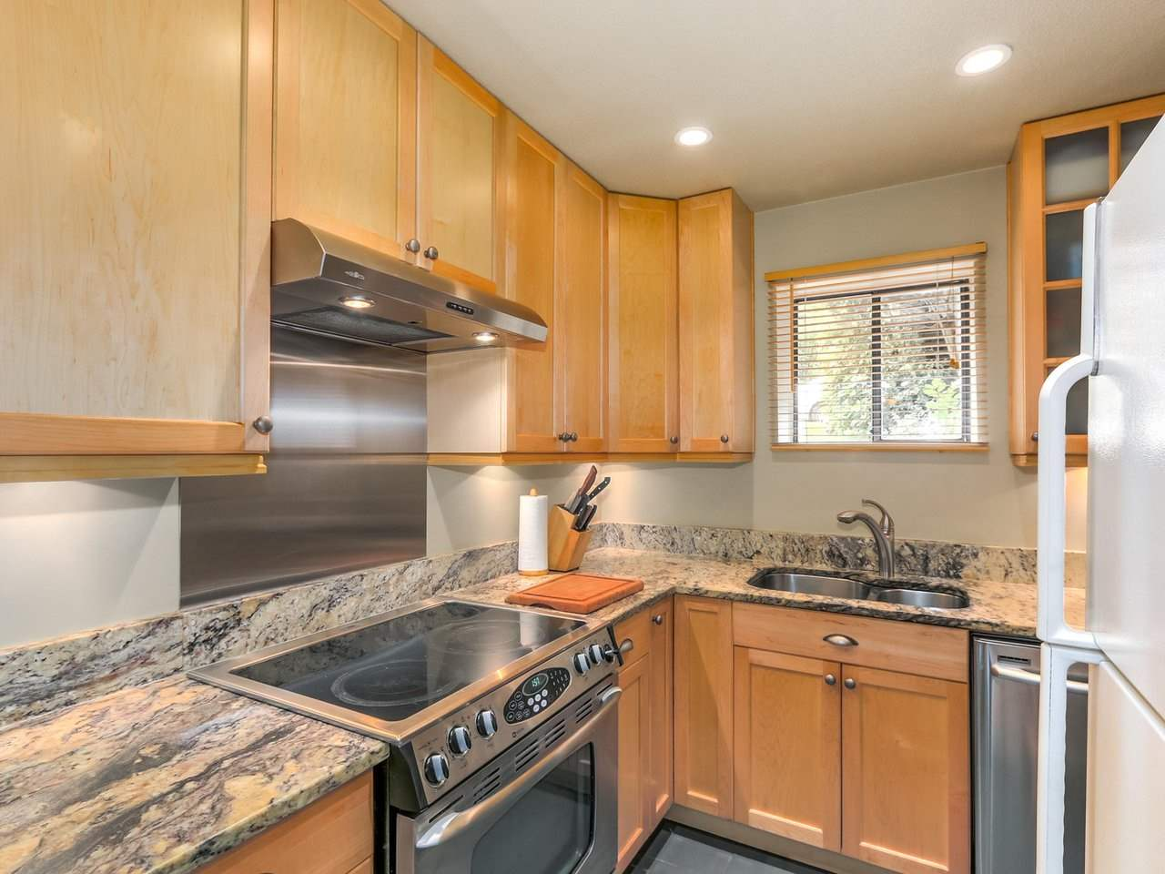 Townhouse at 8585 WOODRIDGE PLACE, Burnaby North, British Columbia. Image 9