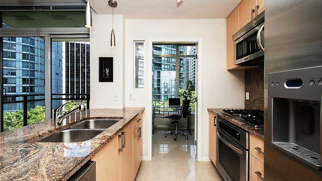 Condo Apartment at 701 1211 MELVILLE STREET, Unit 701, Vancouver West, British Columbia. Image 7